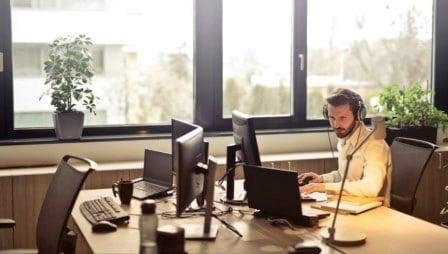 menghilangkan jenuh bekerja dengan mengubah tampilan ruangan